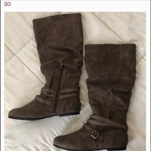 Brown boots w/tribal straps nwot